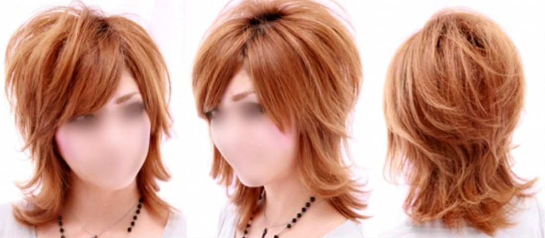 女性の髪型写真,ミディアムヘアのウルフカット